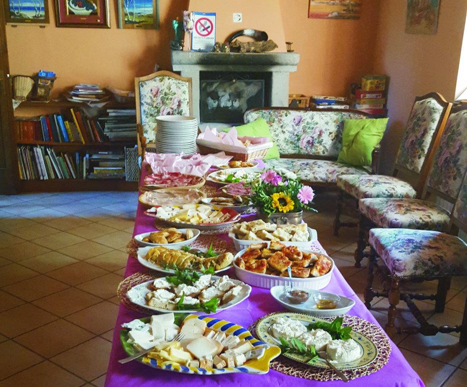 interno-tavola-per-un-buffet